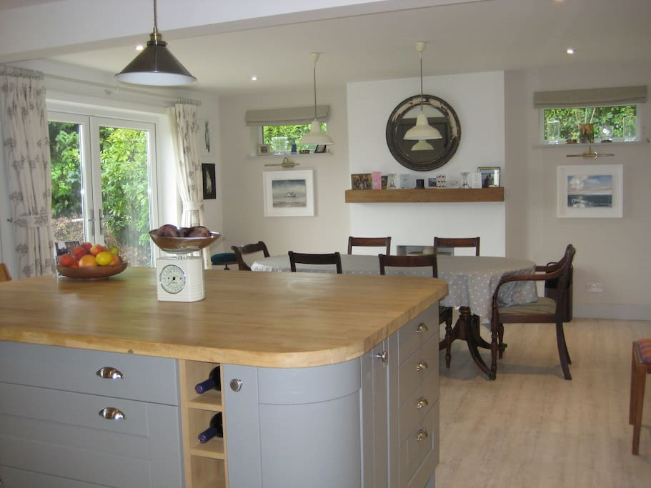 Bright spacious fully equipped kitchen