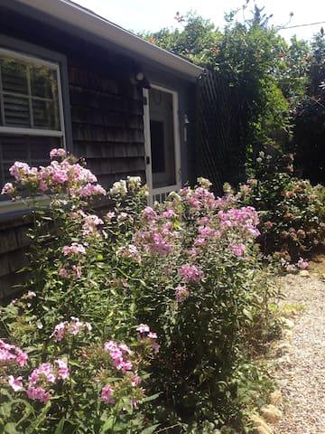 Cozy Cape Cod Cottage