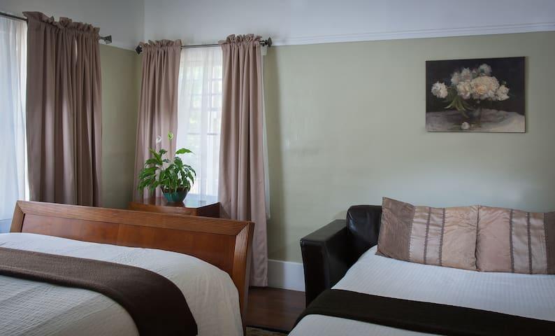 Deluxe Queen - Howell Room at Craftsman Inn