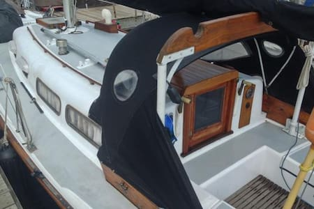 Classic Sailboat in Private Marina right in town! - Bayfield - Bot