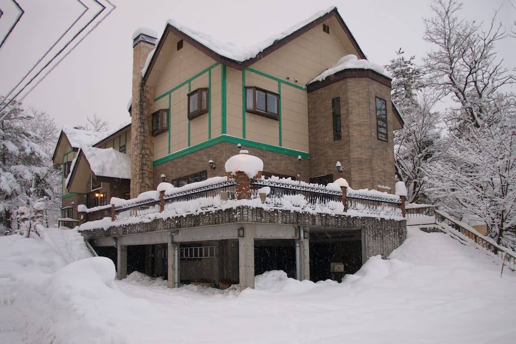 Modern recently build lodge in Hakuba
