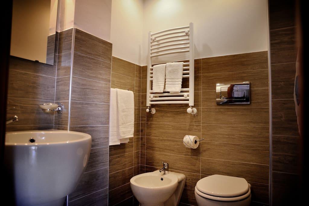 Bagno con doccia KingSize 120x90