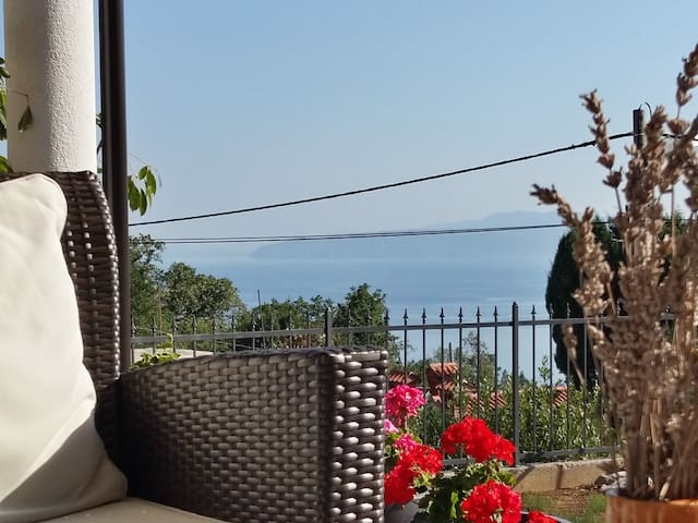 Close Opatija with nice sea view - Ićići - Rumah