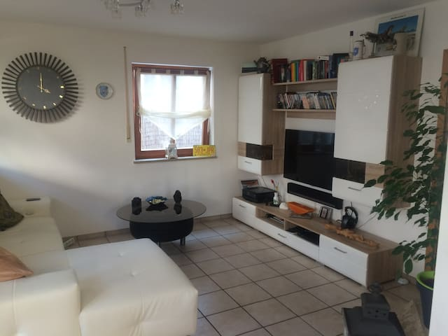 Zimmer in 2 Zimmer Wohnung - Holzkirchen - Apartament