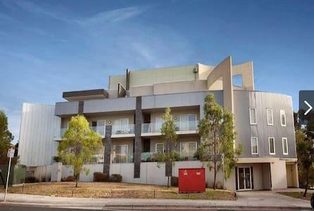 Cozy dbl room in Coburg Melbourne