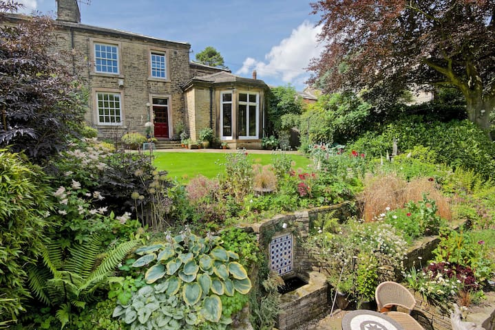 Woodlands Guest House - Halifax - Bed & Breakfast