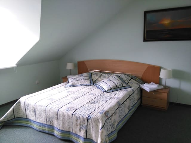 Up to 8 guests can stay conveniently. Fresh bed linen and towels.