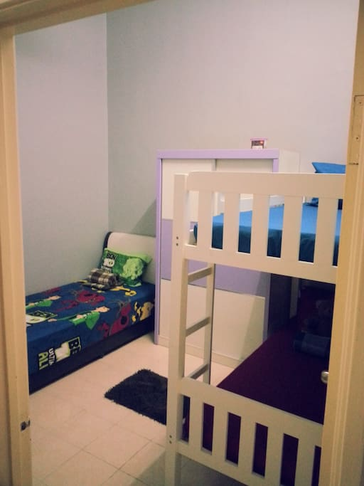 Middle Room (Room 2). Furnished with 1 single bed and a double decker. Kids will love the double decker. The room is equipped with air-conditioner.