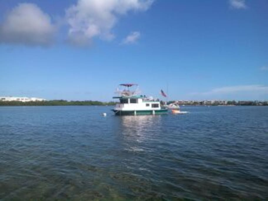 Houseboat free spirit boats for rent in key west for Houseboats for rent in california