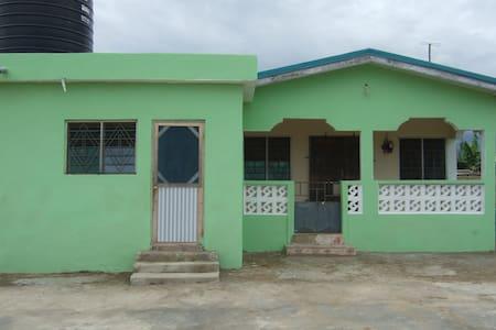 3 bedroom house in Kasoa - Kasoa - Dům