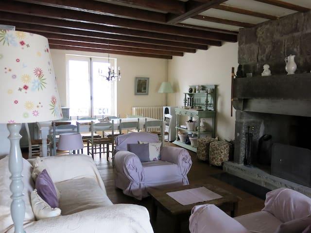 Maison de charme en Auvergne - Murat - Casa