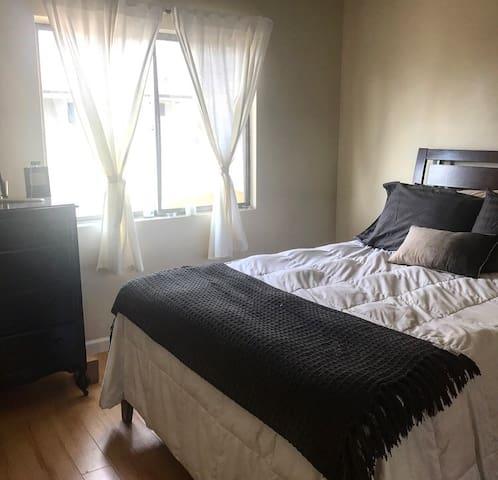 Private Quiet Room - Normandie & Santa Monica Blvd