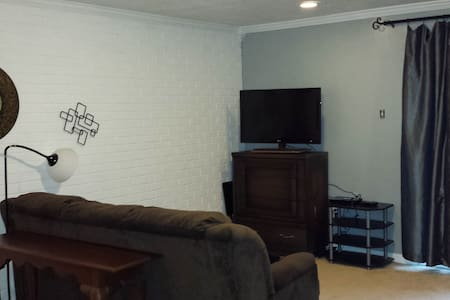 1/-1/2  bedroom/sleeps 4+1 child - Pittsburgh - House
