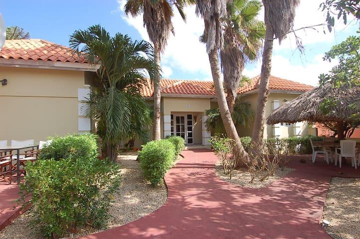 Spacious airy villa in Paradera - Paradera - Villa