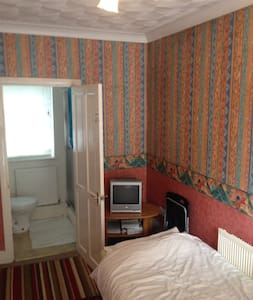 Bedroom with ensuite shower room - Cardiff
