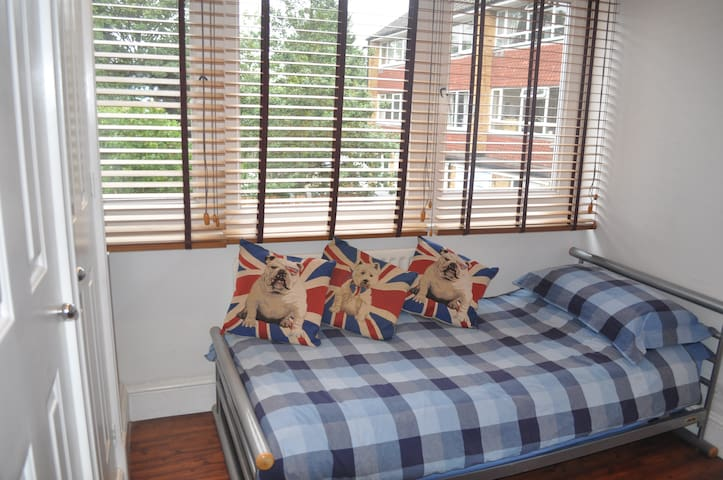 New single room London - London - Flat