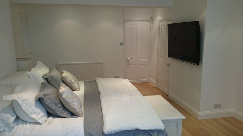Newly renovated Kensington studio - London - Rumah