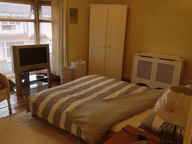 Lovely large double bedroom nr sea - Cleethorpes