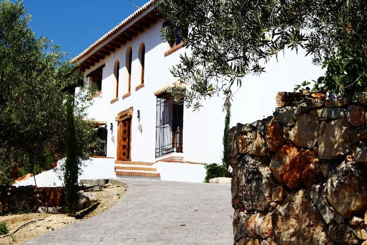 Hight quality Property, large pool, stunning views - Alcalá la Real