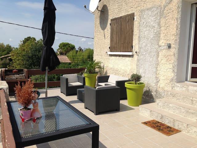 Haut de villa dans la campagne - Marignane - Ház
