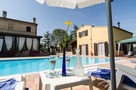 Villa with pool in private park - Recanati