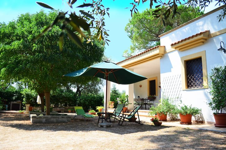 "Beautiful countryside ""Villa Olive"" - Grottaglie - Huis"
