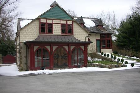 Briarcrest Estate Carriage House - Villanova