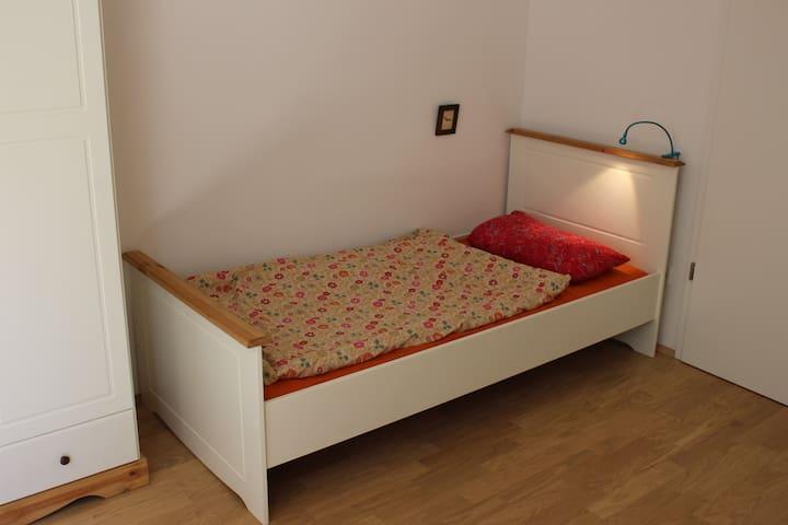 """Zimmer im Fünfseenland """"Weiss"""" - Gilching - Dům"""