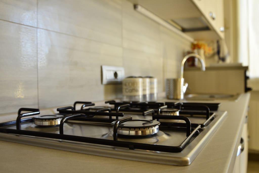 piano cottura con forno elettrico