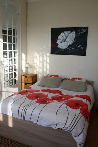 Chambre Salon en centre ville - Langon