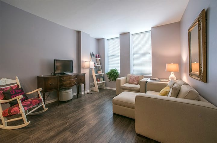 Bright+Spacious Downtown Condo