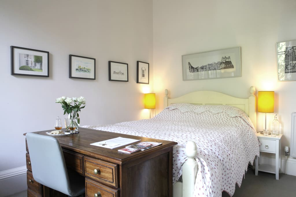 King size 5' comfortable bed with cotton sheets and electric blanket - just what you need for a good night's sleep after a day's sightseeing.
