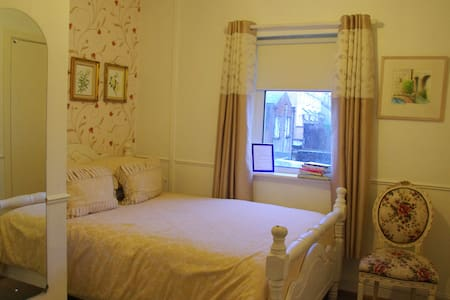 Rossa BB City Center. Room 1. - Galway - Bed & Breakfast