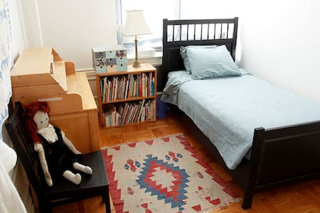Cozy Clean Guest Room - Family Apt - New York - Wohnung