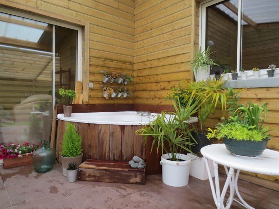 baignoire de thalasso en terrasse abritée