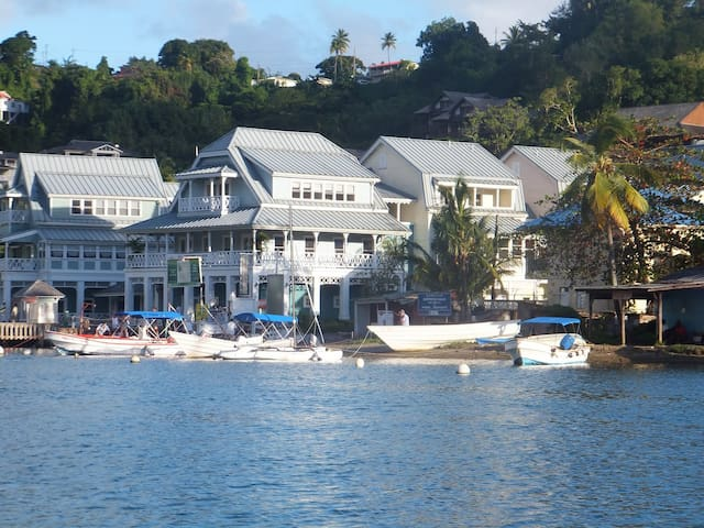 Superb Split Level Waterside Apt, Marigot Bay - Saint Lucia - Lejlighed
