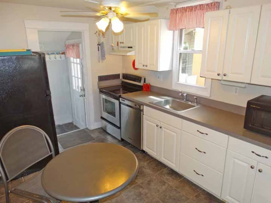 Kitchen with ss appliances, DW, elec stove, fan, condiments included.