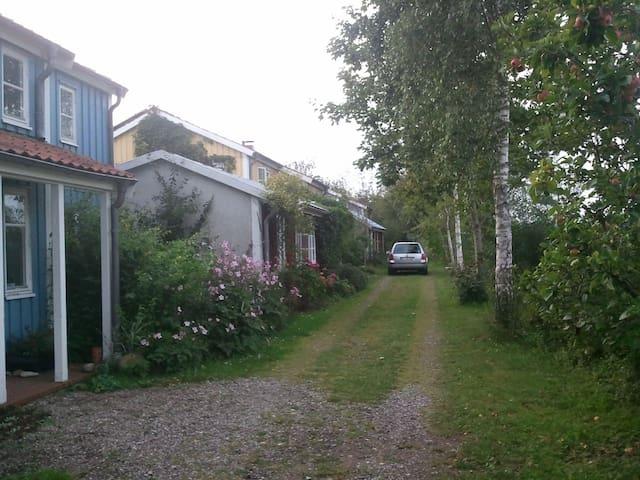 Kleines Holzhäuschen im Grünen - Flensborg