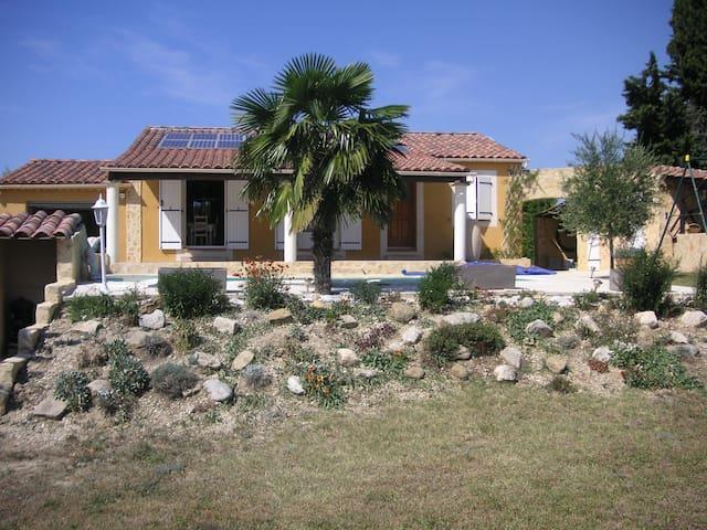 Villa provençale avec piscine - Roaix - Hus