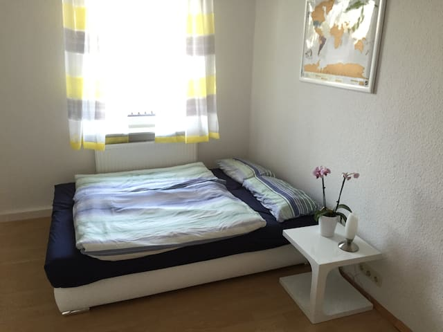 Cozy room in centrally located flat - Frankfurt am Main - Apartment