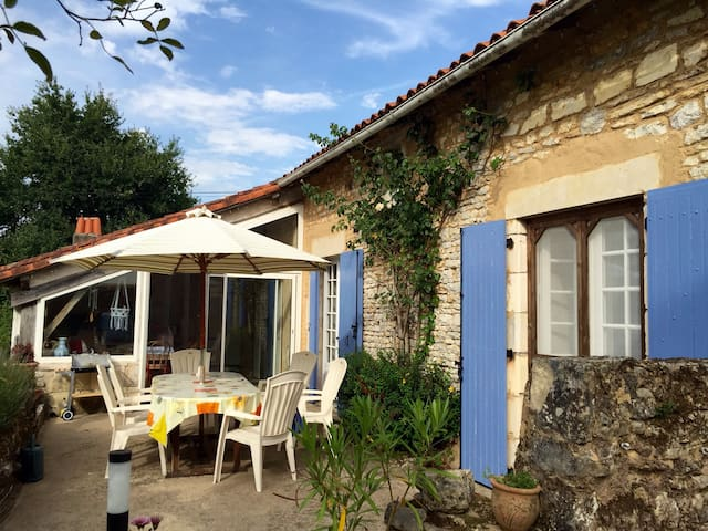 La Vieille Grange - Blanzay - บ้าน