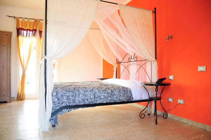 Villa w/pool and view TULIPAN ROOM - Leghorn - Bed & Breakfast