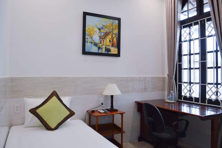 Halo Homestay-Single Room with Garden View