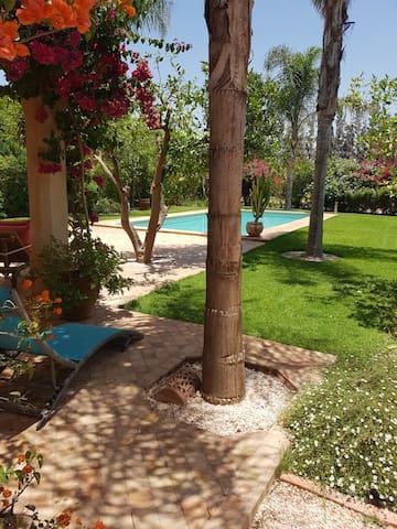 Spacieuse villa avec piscine privée sans vis à vis