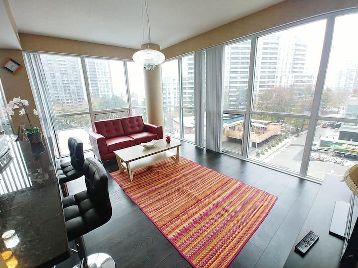 Exceptional 2Bedroom Condo+subway access,Toronto N