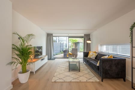 Brand new apartment, close to Amsterdam and beach