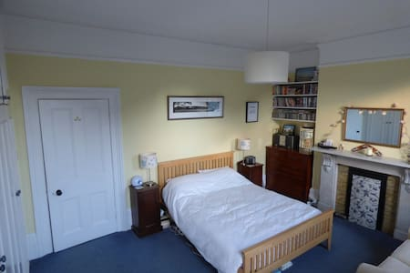 Central Twickenham flat sleeps 4 - Twickenham - 公寓