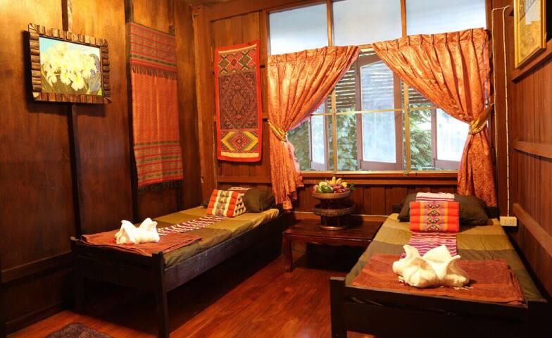 Fan Room Twin Bed Shared Bathroom - Chiangmai - Bed & Breakfast
