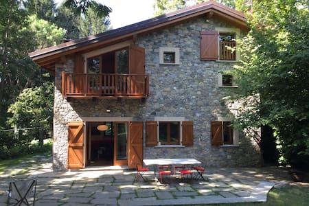 rebuilt barn with big garden - Laveno-Mombello