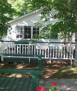 Bide-A-Wee Cottage at Birch Cliff Lodge